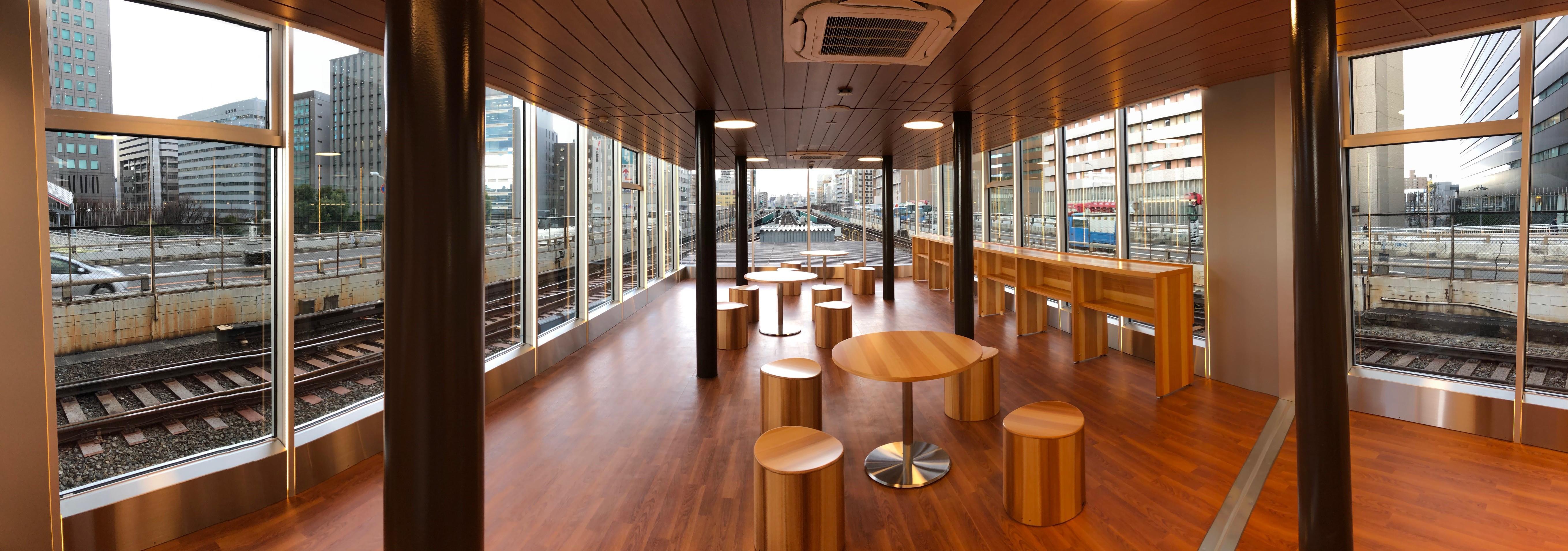 御堂筋線新大阪駅ホームのトレインビュースポット